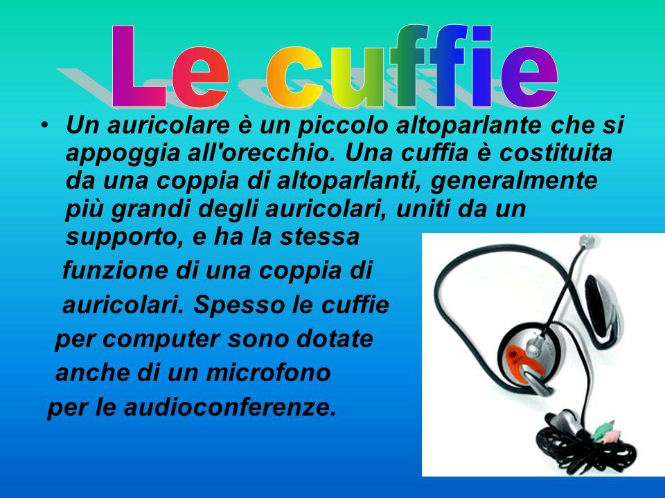 Un auricolare è un piccolo altoparlante che si appoggia all'orecchio. Una cuffia è costituita da una coppia di altoparlanti, generalmente più grandi d