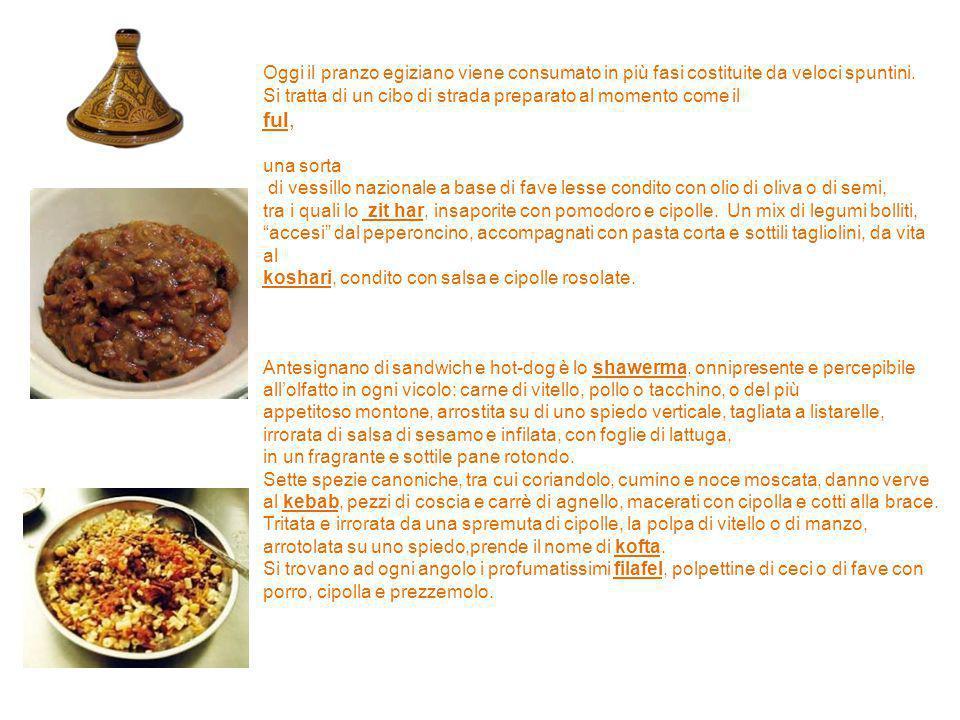Oggi il pranzo egiziano viene consumato in più fasi costituite da veloci spuntini. Si tratta di un cibo di strada preparato al momento come il ful, un