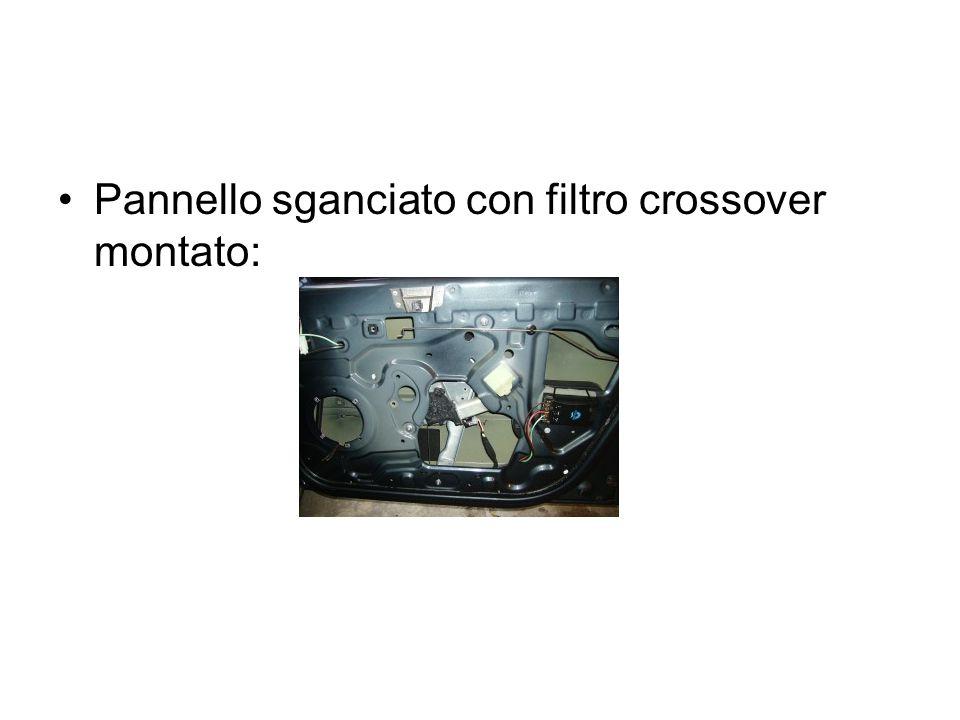 Pannello sganciato con filtro crossover montato: