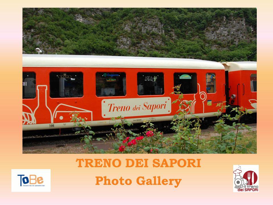 Il Treno dei Sapori a Pisogne Il Treno dei Sapori e le montagne della Valcamonica sullo sfondo