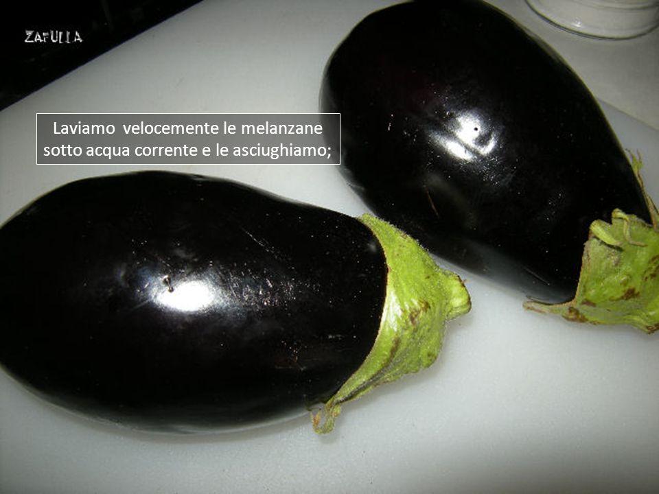 Questa è una preparazione molto semplice, sono pochi anche gli ingredienti: 2 grosse melanzane; prezzemolo, aglio, sale, olio.