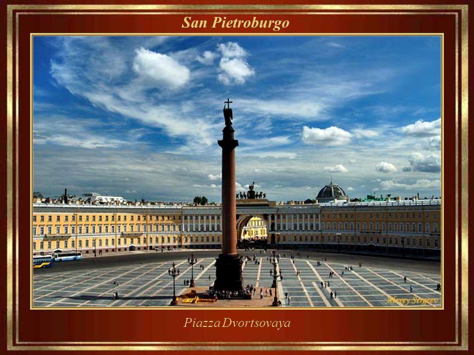 San Pietroburgo ___________________ San Pietroburgo (in russo: Санкт-Петербург[?], Sankt Peterburg, / ˈ sankt ˌ p ʲɪ t ʲɪ r ˈ burk/) con oltre 4,5 mil