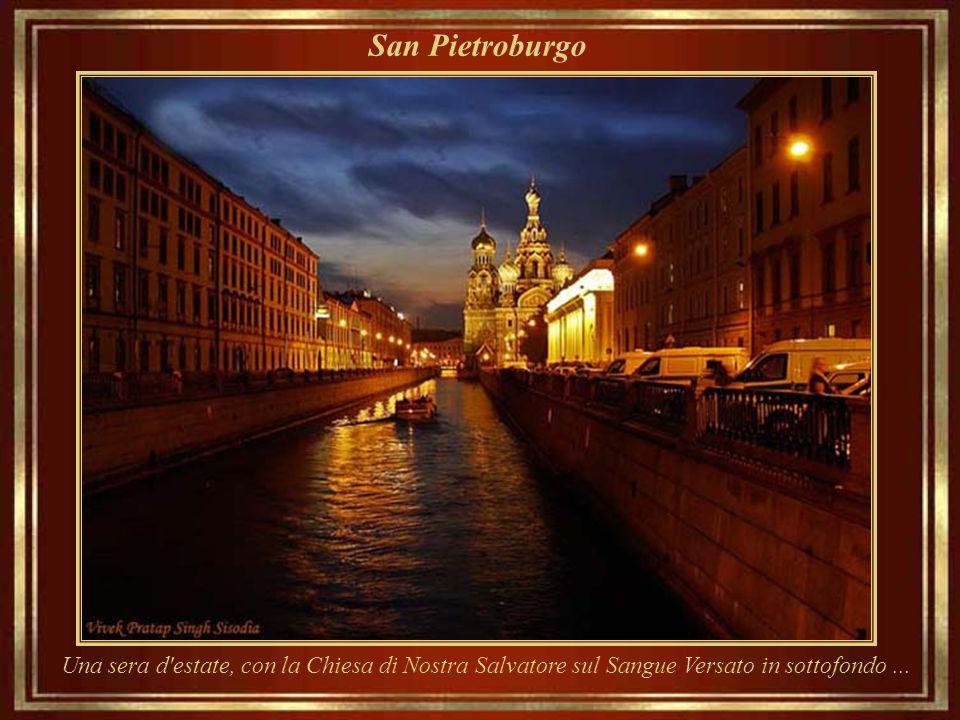 San Pietroburgo Aurora Cruiser – varato nel 1900, una conquista dei cantieri navali imperiali, divenne un simbolo della Rivoluzione d'Ottobre. Oggi, u
