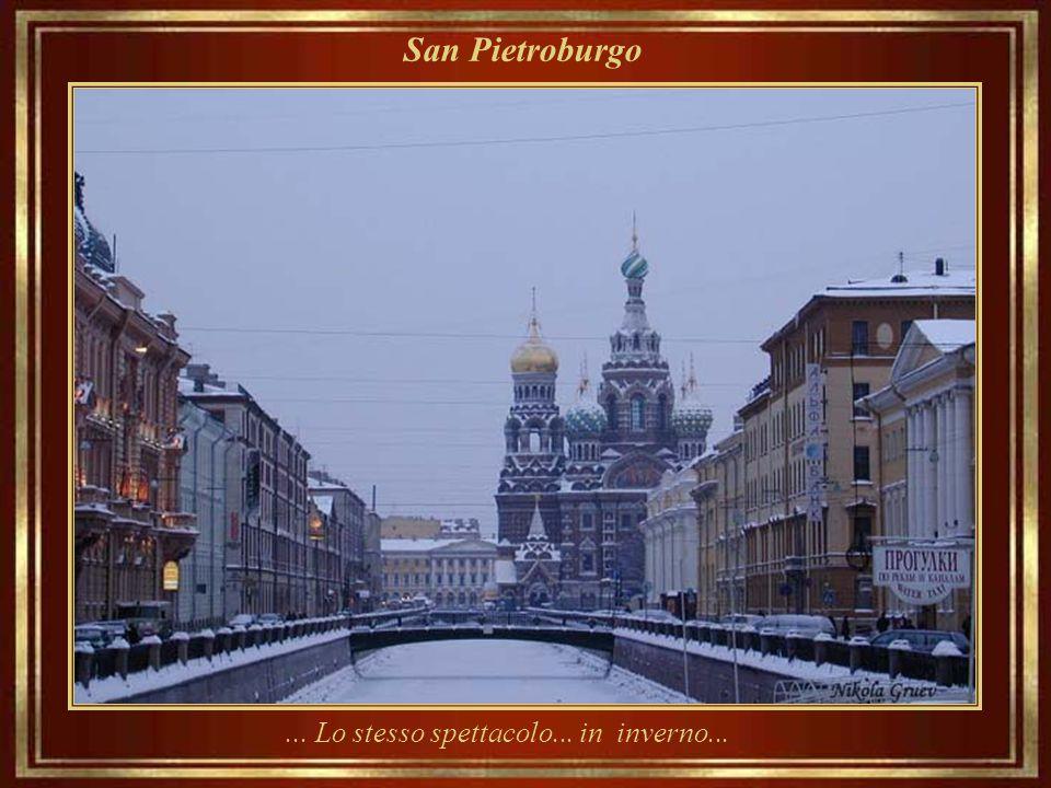San Pietroburgo Una sera d'estate, con la Chiesa di Nostra Salvatore sul Sangue Versato in sottofondo...