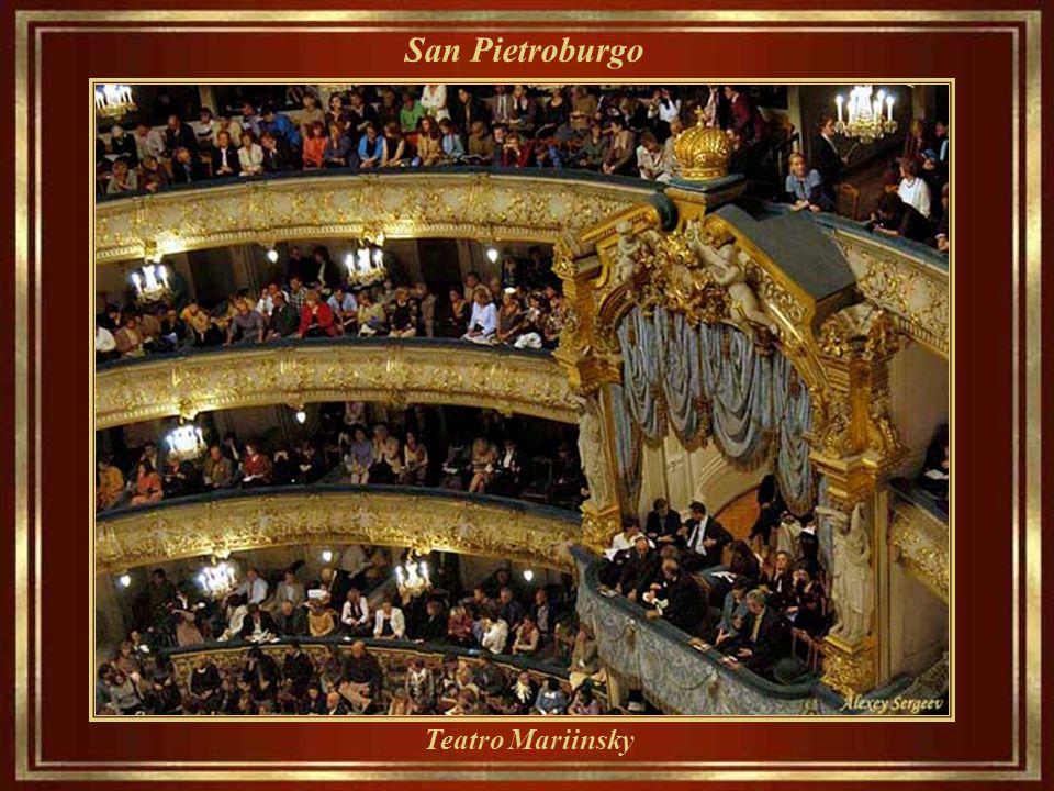 San Pietroburgo Teatro Mariinsky - Inaugurato nel 1860, è un teatro storico di opera e balletto (Kirov del Teatro Accademico di Stato dell'Opera e del