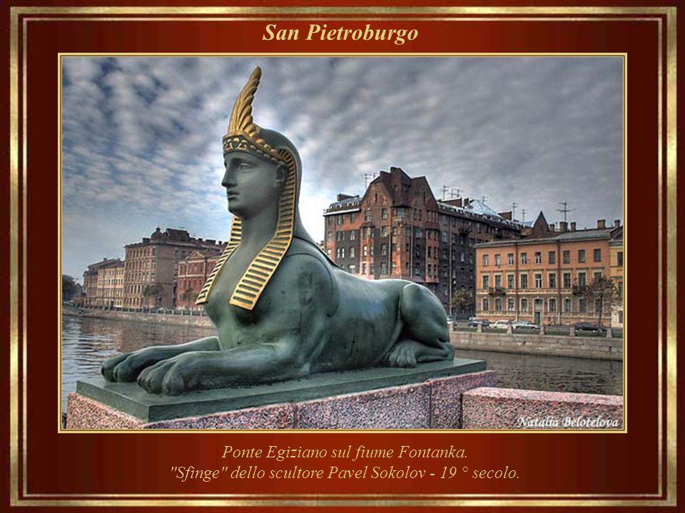 """San Pietroburgo Monumento """"al portatore d'acqua"""" Museo e complesso amministrativo Vodokanal."""