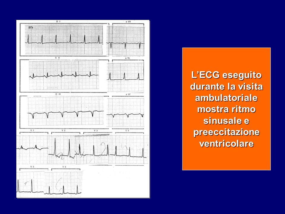 L'ECG eseguito durante la visita ambulatoriale mostra ritmo sinusale e preeccitazione ventricolare
