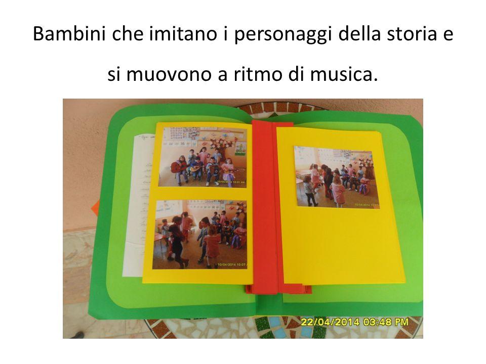 Bambini che imitano i personaggi della storia e si muovono a ritmo di musica.