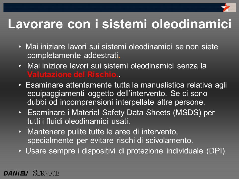 Lavorare con i sistemi oleodinamici Mai iniziare lavori sui sistemi oleodinamici se non siete completamente addestrati. Mai iniziore lavori sui sistem