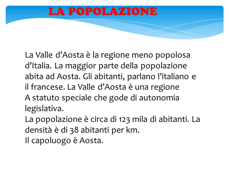 LA POPOLAZIONE La Valle d'Aosta è la regione meno popolosa d'Italia. La maggior parte della popolazione abita ad Aosta. Gli abitanti, parlano l'italia