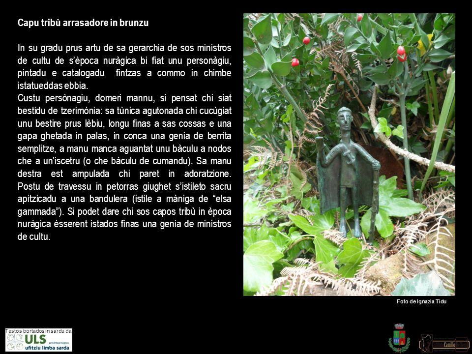 CAPO TRIBU' ORANTE (BRONZO). Al sommo delle gerarchie dei ministri di culto, la religione sarda dell' età nuragica aveva posto un personaggio di cui s