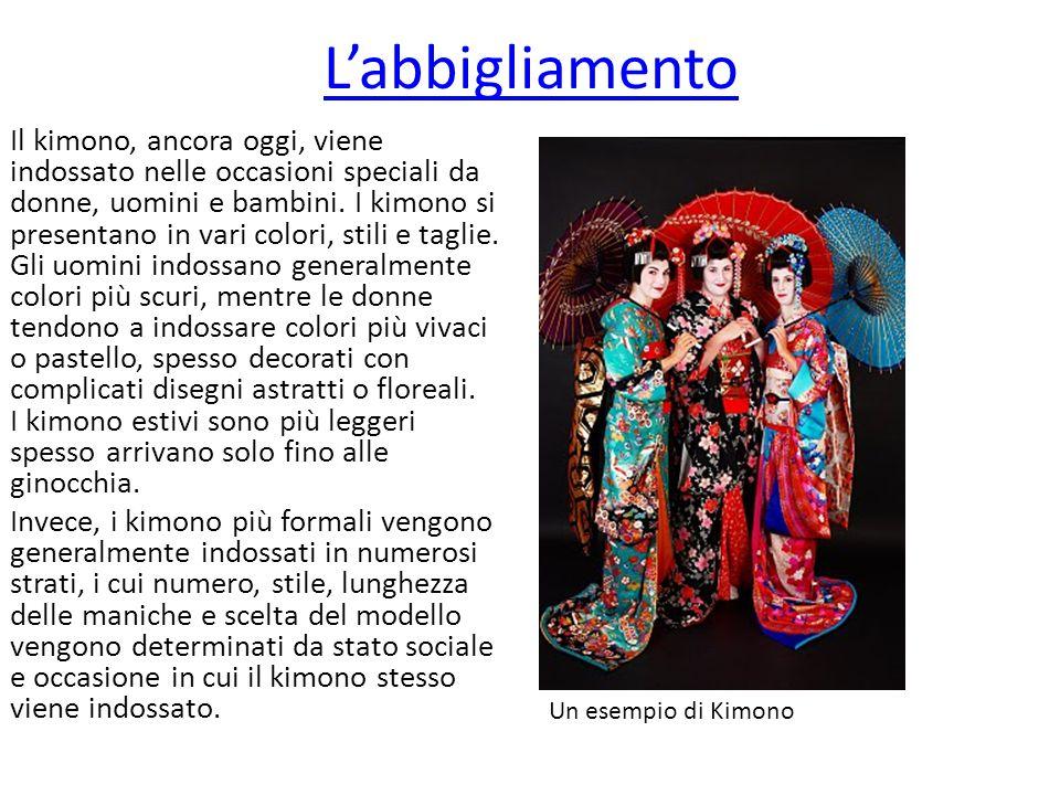 L'abbigliamento Il kimono, ancora oggi, viene indossato nelle occasioni speciali da donne, uomini e bambini. I kimono si presentano in vari colori, st