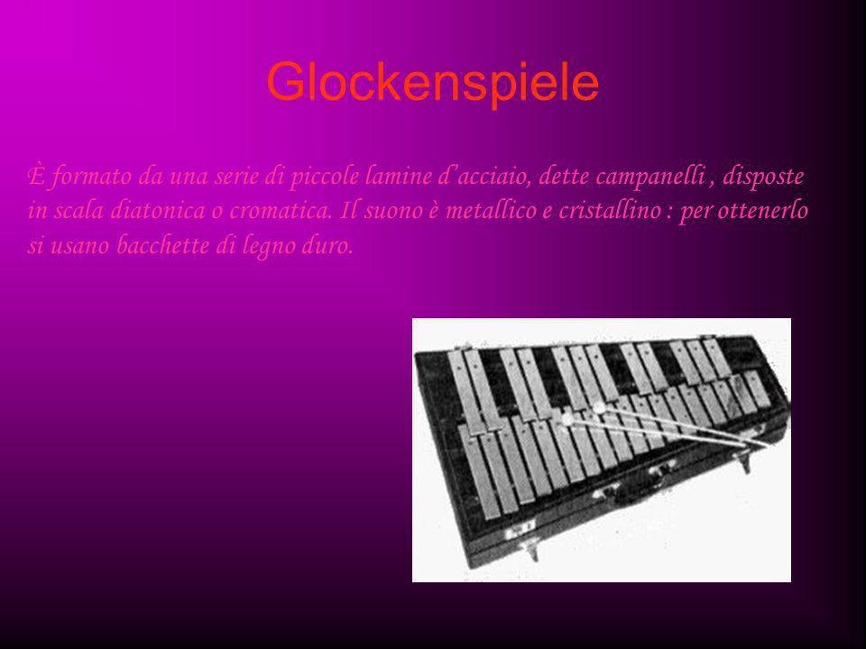 Glockenspiele È formato da una serie di piccole lamine d'acciaio, dette campanelli, disposte in scala diatonica o cromatica. Il suono è metallico e cr
