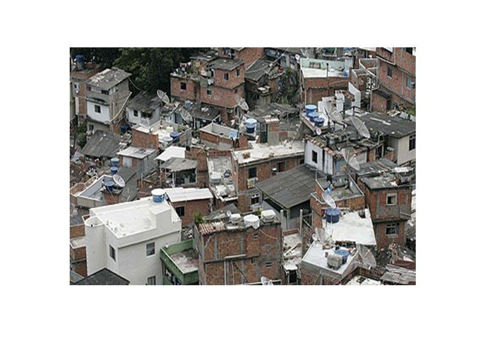 Rio de Janeiro (Brasile) Come tutte le altre favelas sorge sulle colline delle zone più ricche di Rio de Janeiro; é un'accozzaglia di baracche che si affaccia su un panorama mozzafiato.