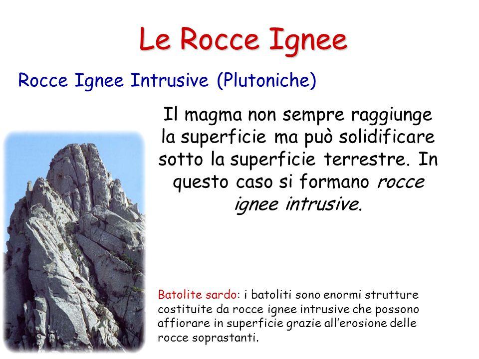 Le Rocce Ignee Il magma non sempre raggiunge la superficie ma può solidificare sotto la superficie terrestre.