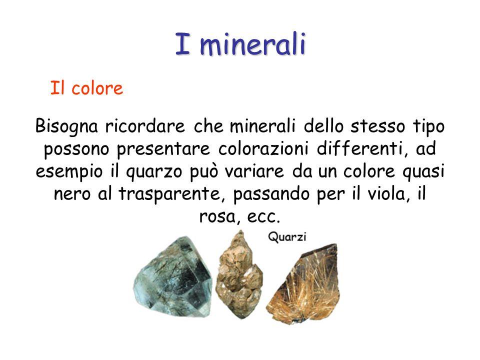 Bisogna ricordare che minerali dello stesso tipo possono presentare colorazioni differenti, ad esempio il quarzo può variare da un colore quasi nero al trasparente, passando per il viola, il rosa, ecc.