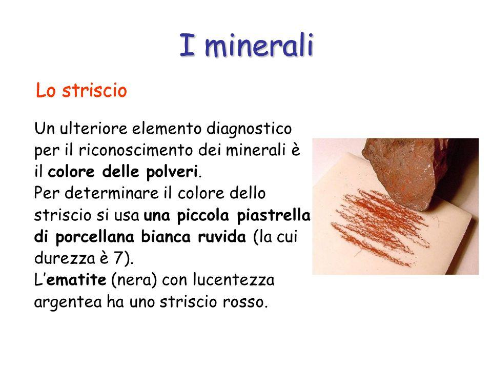 I minerali Un ulteriore elemento diagnostico per il riconoscimento dei minerali è il colore delle polveri.