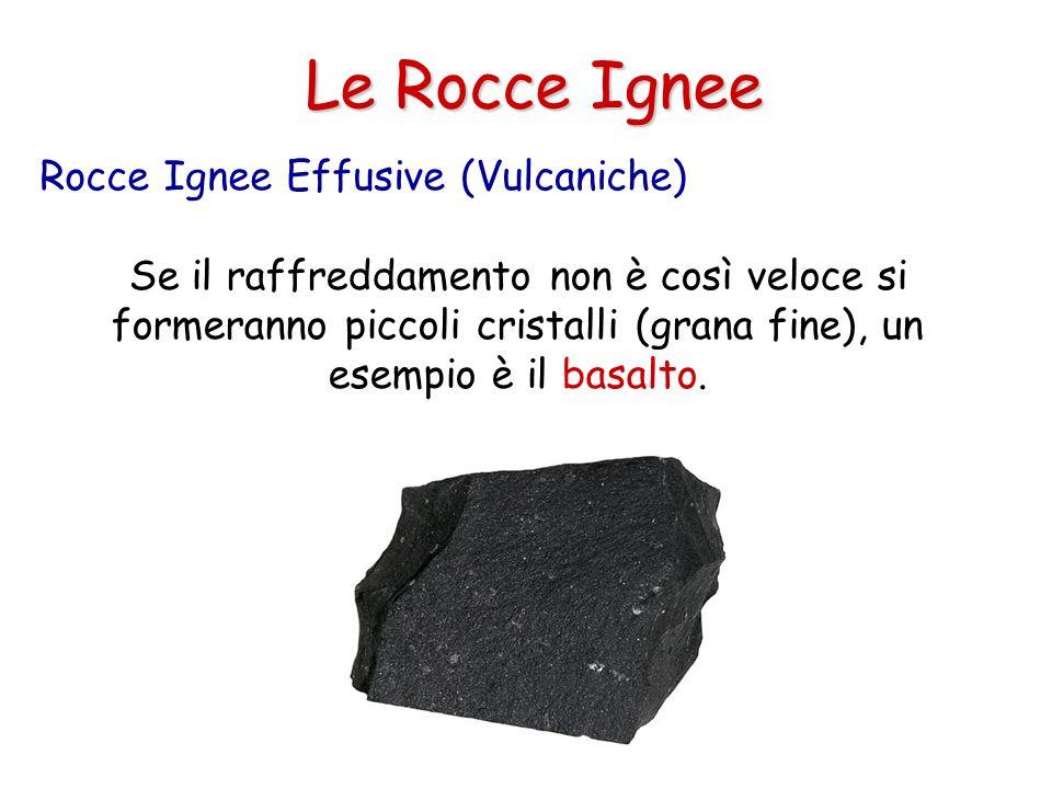 Le Rocce Ignee Se il raffreddamento non è così veloce si formeranno piccoli cristalli (grana fine), un esempio è il basalto.