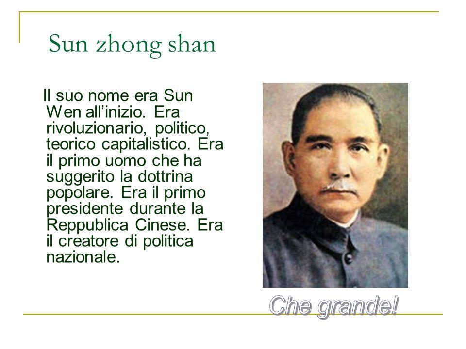 Sun zhong shan Il suo nome era Sun Wen all'inizio. Era rivoluzionario, politico, teorico capitalistico. Era il primo uomo che ha suggerito la dottrina