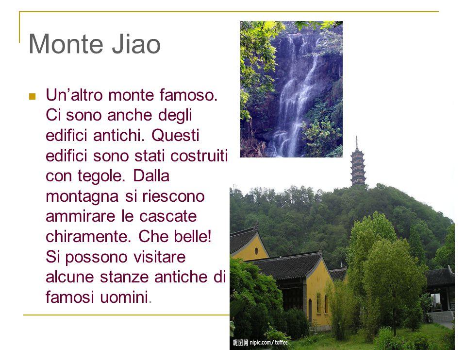 Monte Jiao Un'altro monte famoso. Ci sono anche degli edifici antichi. Questi edifici sono stati costruiti con tegole. Dalla montagna si riescono ammi