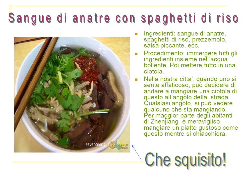 Ingredienti: sangue di anatre, spaghetti di riso, prezzemolo, salsa piccante, ecc. Procedimento: immergere tutti gli ingredienti insieme nell'acqua bo