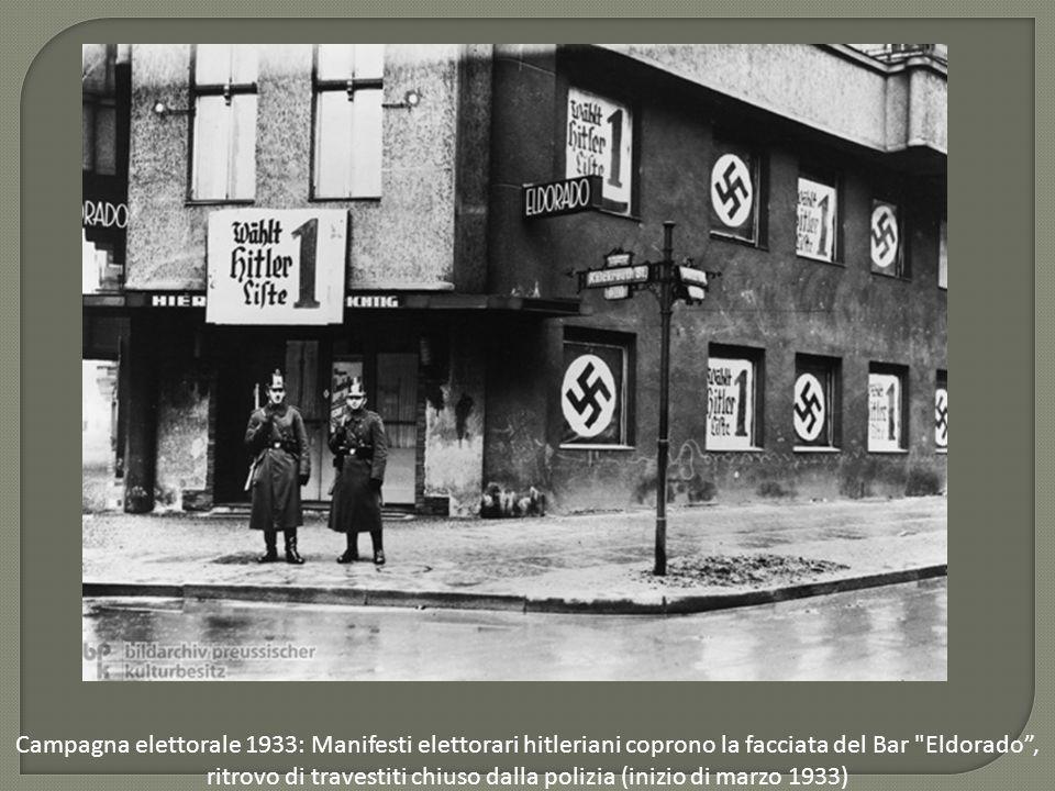 Campagna elettorale 1933: Manifesti elettorari hitleriani coprono la facciata del Bar
