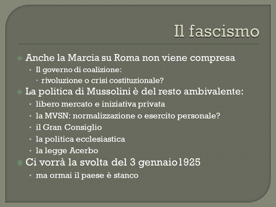  Anche la Marcia su Roma non viene compresa Il governo di coalizione:  rivoluzione o crisi costituzionale?  La politica di Mussolini è del resto am