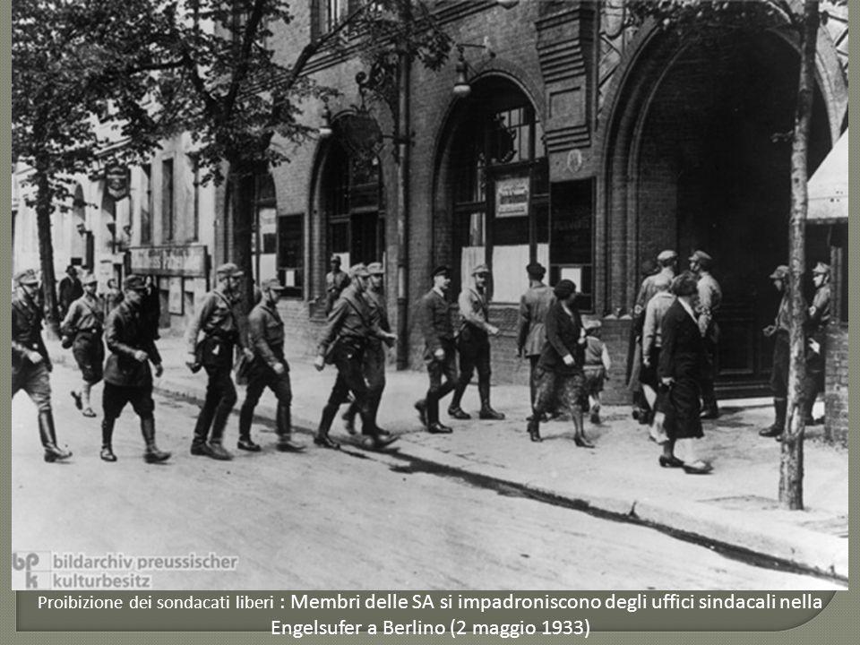 L'eliminazione degli estremisti:  la notte dei lunghi coltelli (30 giugno 1934) Prima pagina del Völkischer Beobachter che giustifica la purga come risposta a un preteso Putsch di Röhm (3 luglio 1934) Ernst Röhm (1934)