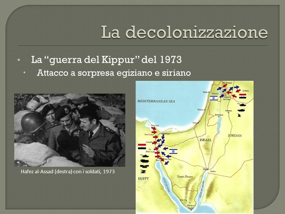 """La """"guerra del Kippur"""" del 1973  Attacco a sorpresa egiziano e siriano Hafez al-Assad (destra) con i soldati, 1973"""