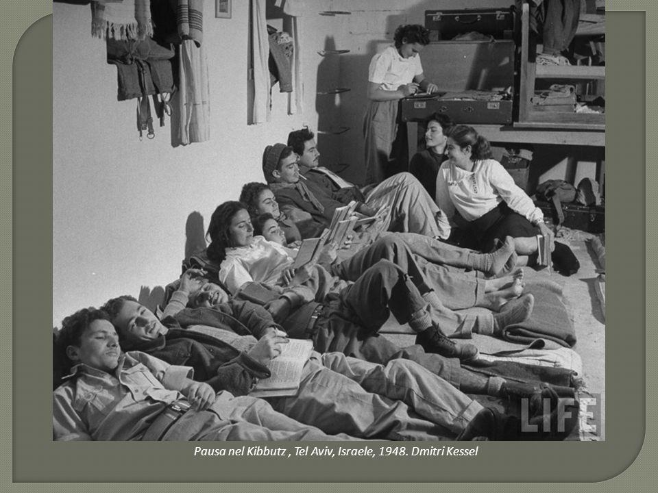 Pausa nel Kibbutz, Tel Aviv, Israele, 1948. Dmitri Kessel