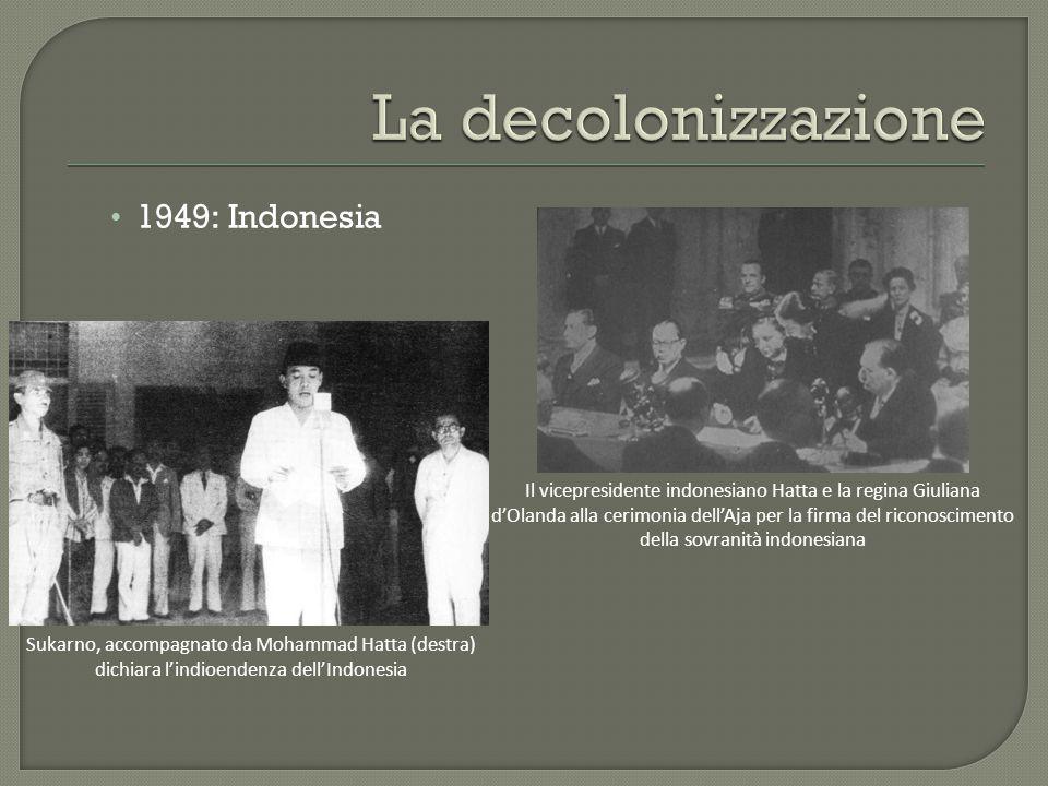 1949: Indonesia Il vicepresidente indonesiano Hatta e la regina Giuliana d'Olanda alla cerimonia dell'Aja per la firma del riconoscimento della sovranità indonesiana Sukarno, accompagnato da Mohammad Hatta (destra) dichiara l'indioendenza dell'Indonesia