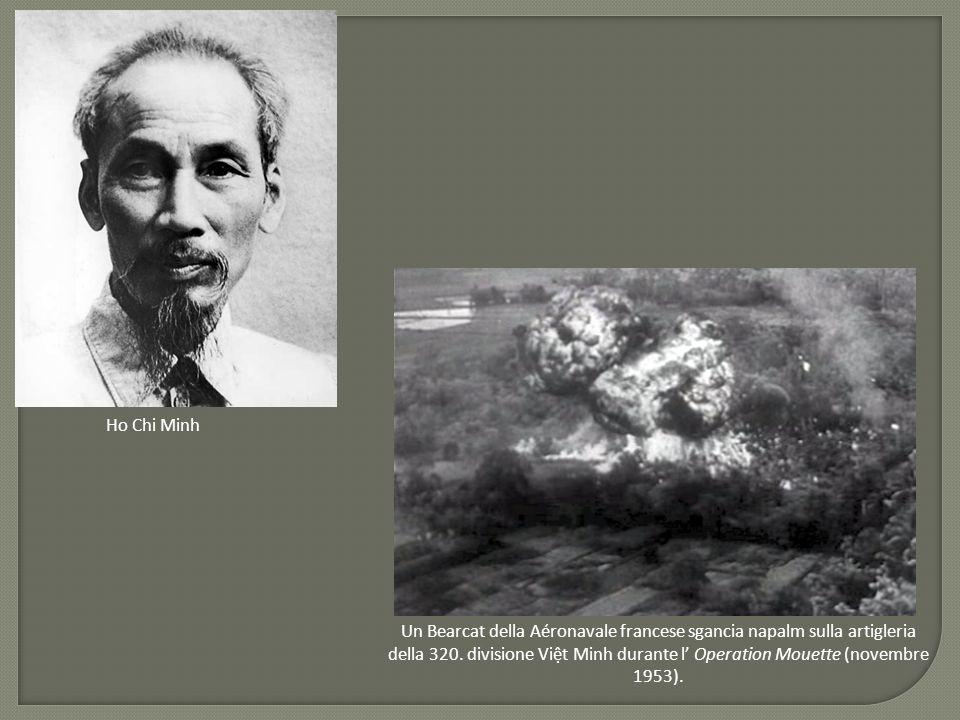 Ho Chi Minh Un Bearcat della Aéronavale francese sgancia napalm sulla artigleria della 320. divisione Việt Minh durante l' Operation Mouette (novembre