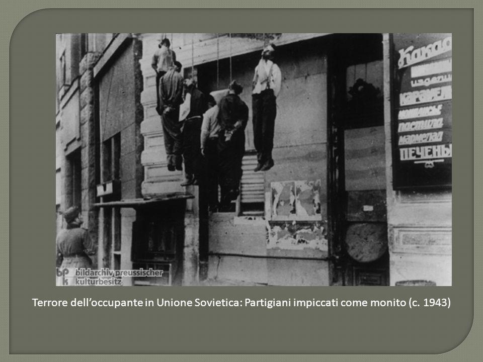 Terrore dell'occupante in Unione Sovietica: Partigiani impiccati come monito (c. 1943)