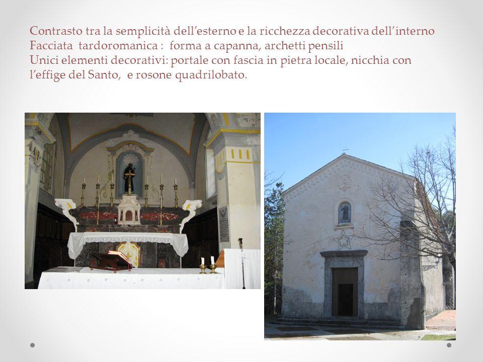 Contrasto tra la semplicità dell'esterno e la ricchezza decorativa dell'interno Facciata tardoromanica : forma a capanna, archetti pensili Unici eleme