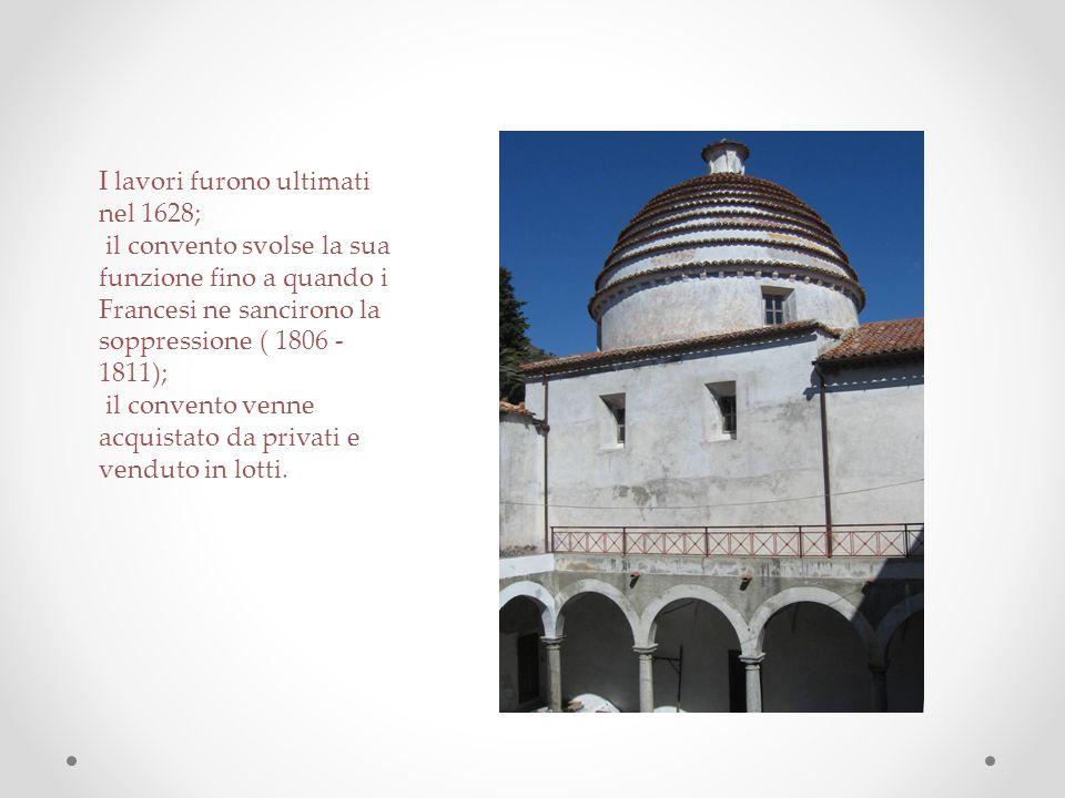 Il chiostro : pianta quadrata, colonne monolitiche con archi a tutti sesto, muretti bassi, volte a crociere affrescate.