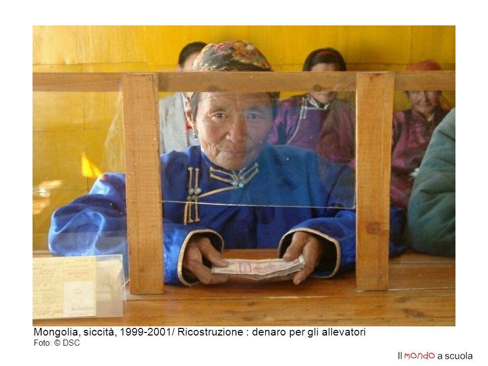 Mongolia, siccità, 1999-2001/ Ricostruzione : denaro per gli allevatori Foto: © DSC