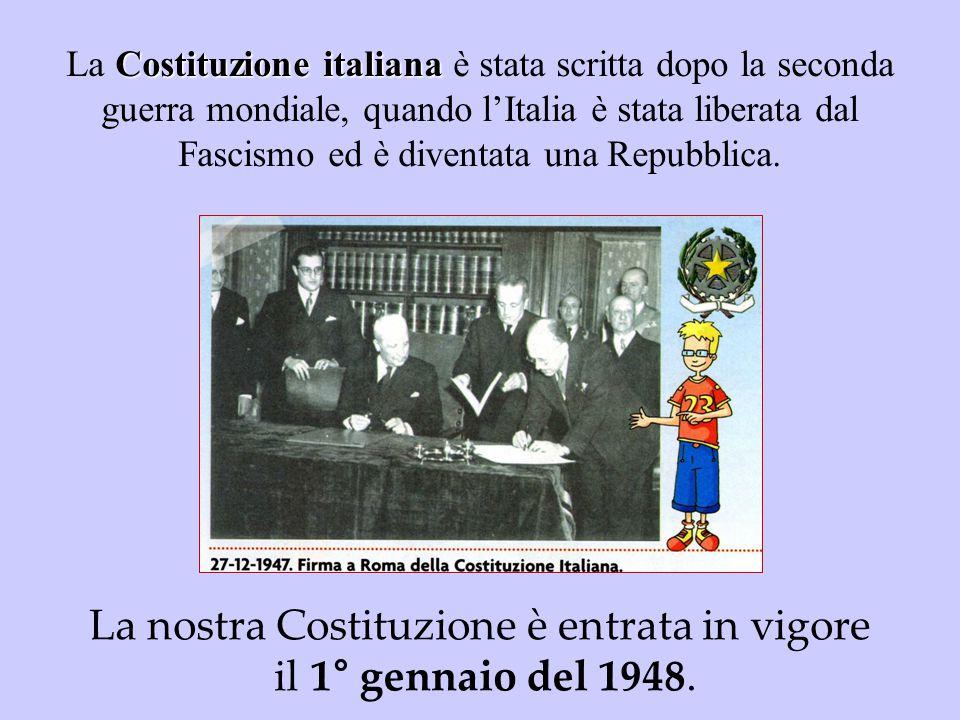 Costituzione italiana La Costituzione italiana è stata scritta dopo la seconda guerra mondiale, quando l'Italia è stata liberata dal Fascismo ed è div