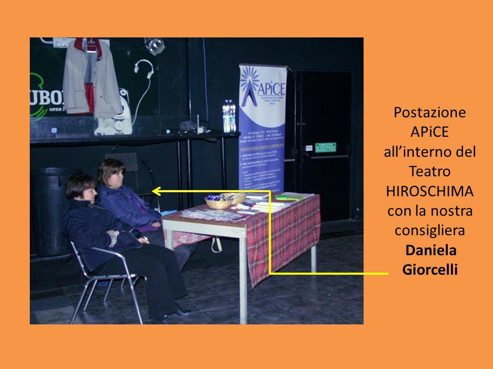 Postazione APiCE all'interno del Teatro HIROSCHIMA con la nostra consigliera Daniela Giorcelli