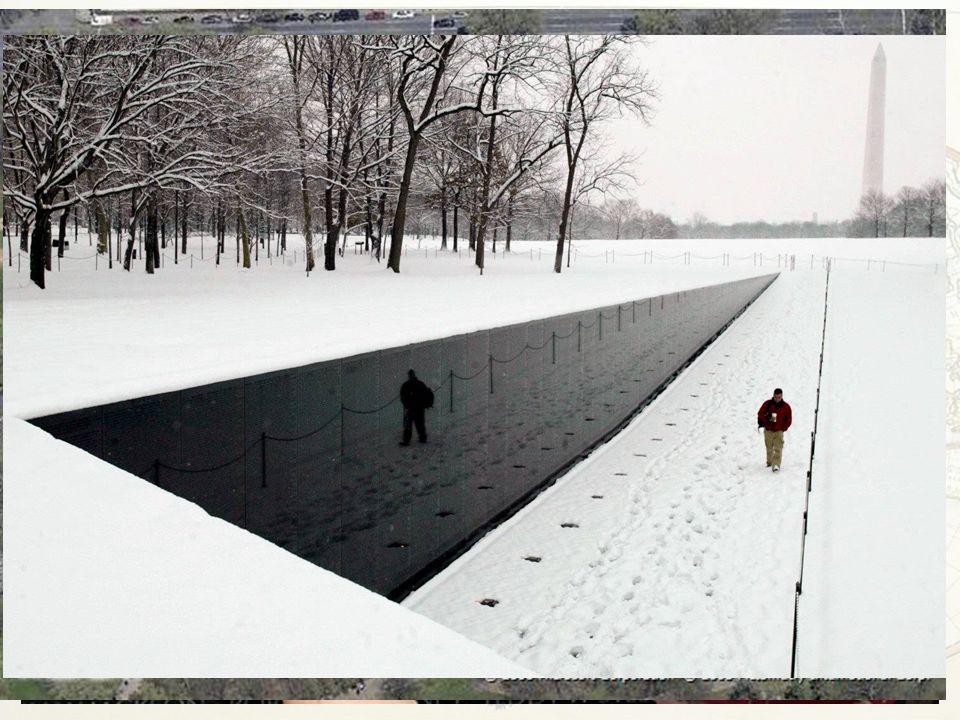 64 Cosa lascia la guerra del Vietnam: – Vittime vietnamite oltre il milione di unità militari (se la definizione ha un senso) – Vittime civili nello s