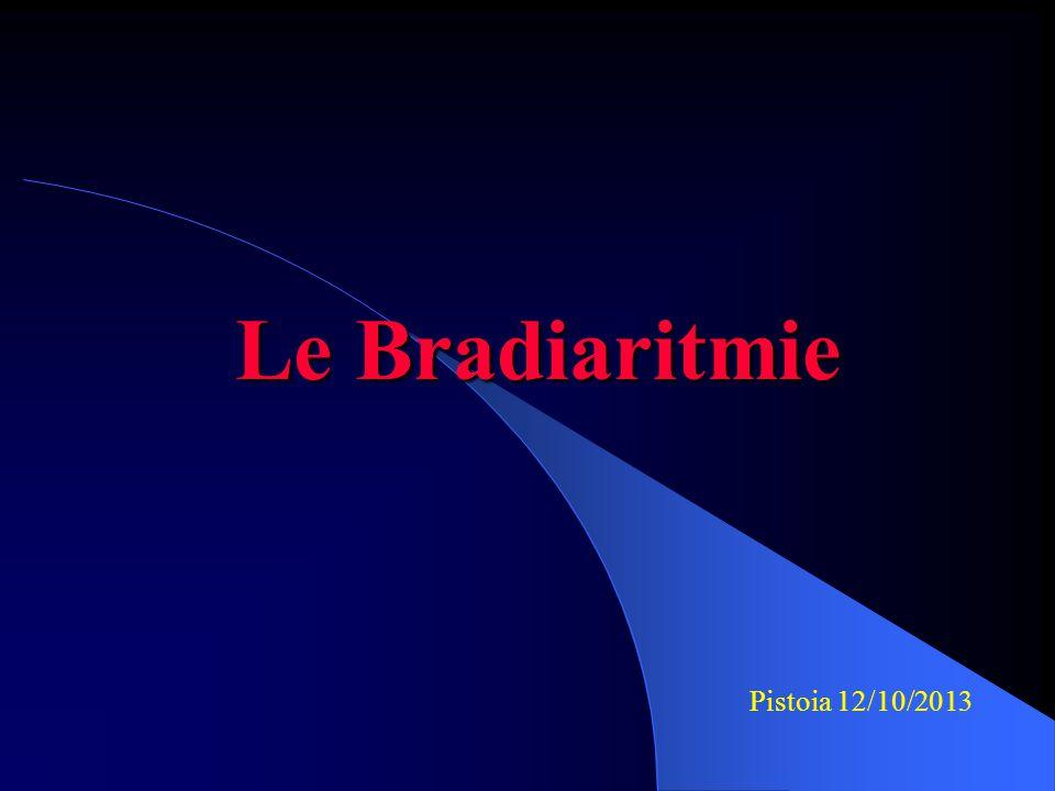 Blocco AV di III grado Nessun impulso atriale è condotto ai ventricoli per la presenza di un blocco della conduzione elettrica; il ritmo ventricolare è dato da un pace maker, di solito il nodo AV, ad una frequenza minore rispetto agli atri: atri e ventricoli si contraggono in maniera asincrona Frequenza ventricolare = 37 BPM; frequenza atriale = 130 BPM Intervallo PR = variabile P P P P P PP PP P P P