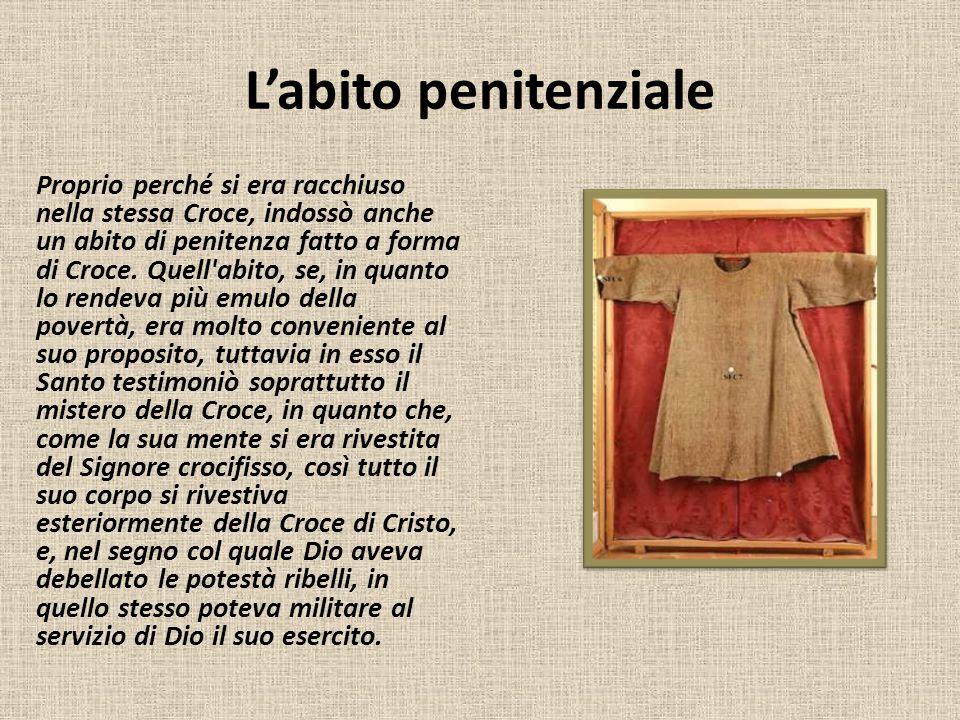 L'abito penitenziale Proprio perché si era racchiuso nella stessa Croce, indossò anche un abito di penitenza fatto a forma di Croce. Quell'abito, se,