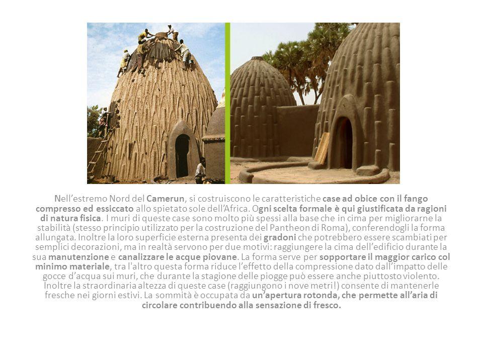 Nell'estremo Nord del Camerun, si costruiscono le caratteristiche case ad obice con il fango compresso ed essiccato allo spietato sole dell'Africa. Og