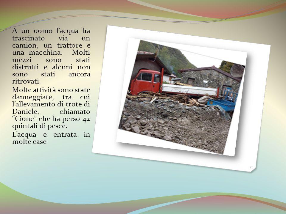 A un uomo l'acqua ha trascinato via un camion, un trattore e una macchina. Molti mezzi sono stati distrutti e alcuni non sono stati ancora ritrovati.