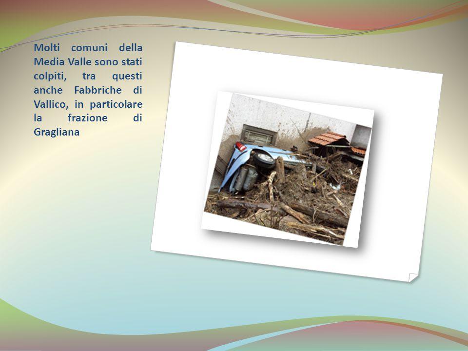 Molti torrenti sono andati sulla strada, lasciando legni, sassi e detriti.