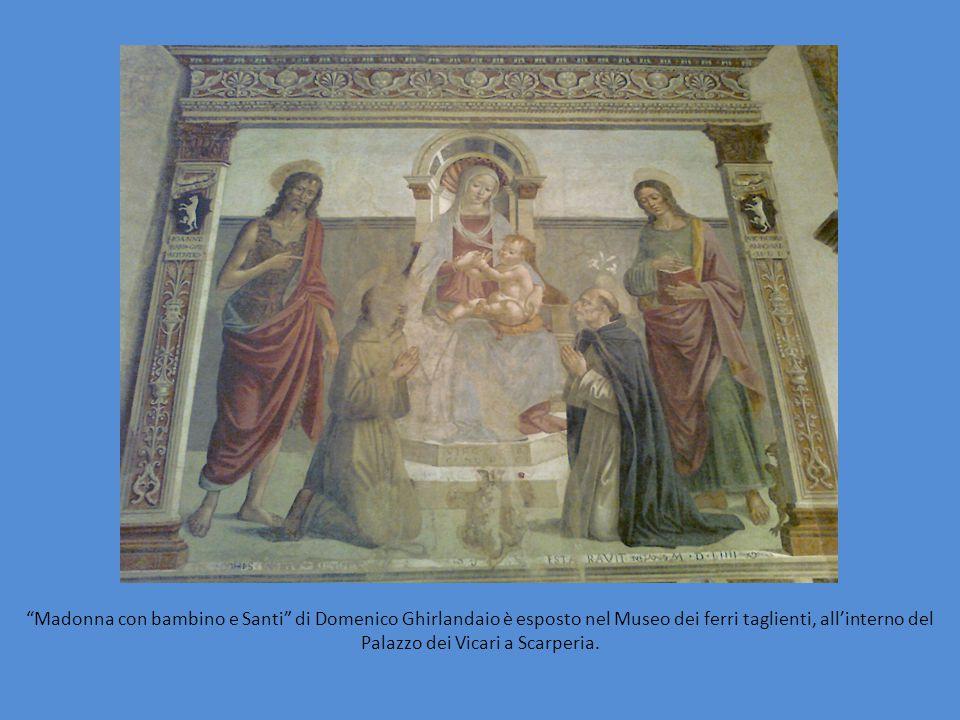 """""""Madonna con bambino e Santi"""" di Domenico Ghirlandaio è esposto nel Museo dei ferri taglienti, all'interno del Palazzo dei Vicari a Scarperia."""