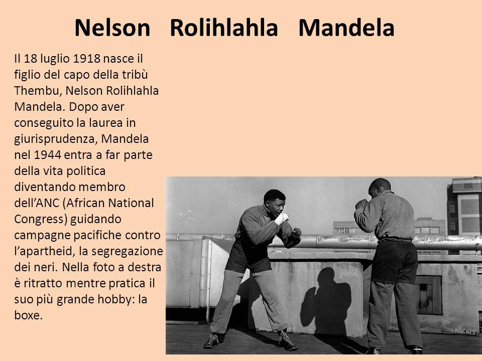 Nel 1960 il regime razzista di Pretoria fa eliminare 69 militanti dell'ANC ben noto come il massacro di Sharpville e come protesta Mandela fonda con i superstiti una corrente militarista all'interno del movimento.