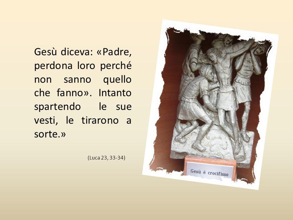 Nona Stazione Gesù è crocifisso « Quando giunsero sul posto detto luogo del Cranio, là vi crocifissero lui e i malfattori, uno a destra e l'altro a si