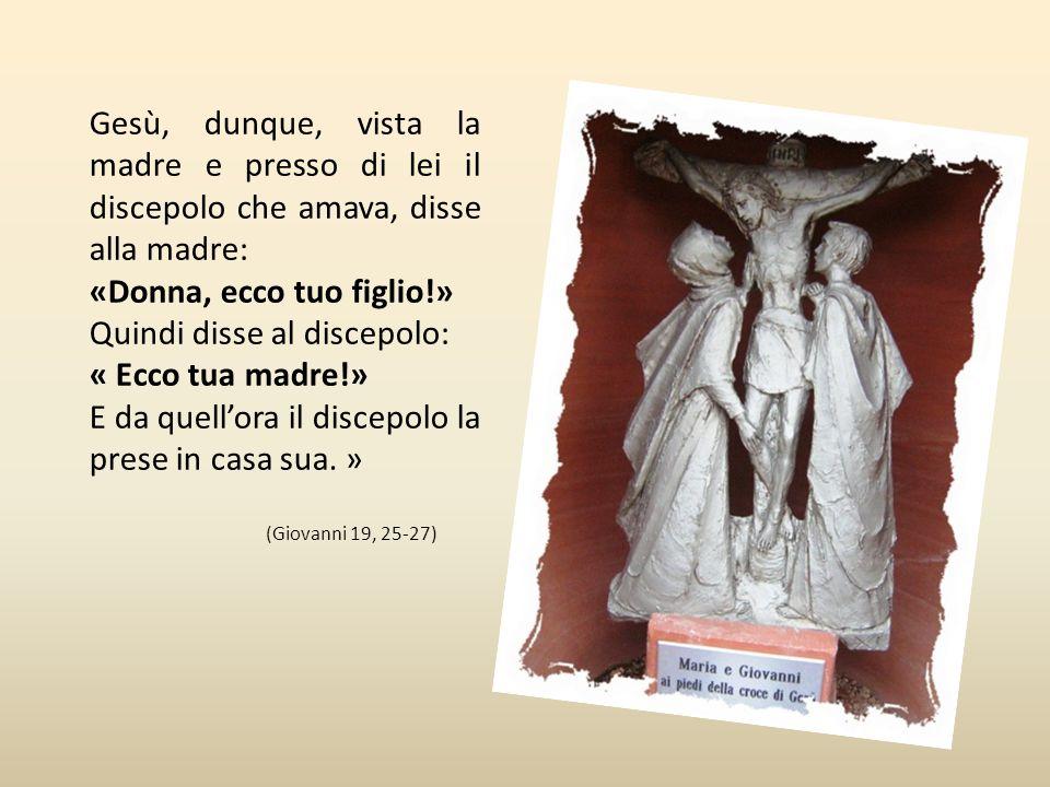 Undicesima stazione Maria e Giovanni ai piedi della croce «Vicino alla croce di Gesù stavano sua madre e la sorella di sua madre, Maria di Cleofa e Ma