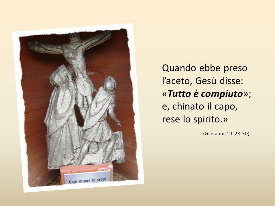Dodicesima stazione Gesù muore in croce «Dopo ciò, sapendo Gesù che già tutto era compiuto, affinché si adempisse la scrittura, disse: «Ho sete» C'era