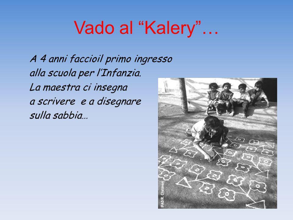 """Vado al """"Kalery""""… A 4 anni faccioil primo ingresso alla scuola per l'Infanzia. La maestra ci insegna a scrivere e a disegnare sulla sabbia…"""